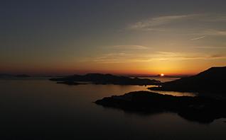 国民宿舎小豆島では、晴れた日には年間を通して<br>天体望遠鏡を使った星空観察会を開催しています。