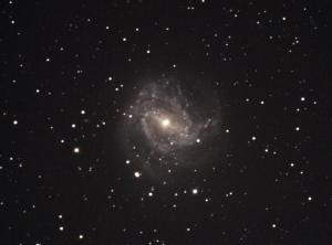 うみへび座南天の回転花火銀河M83