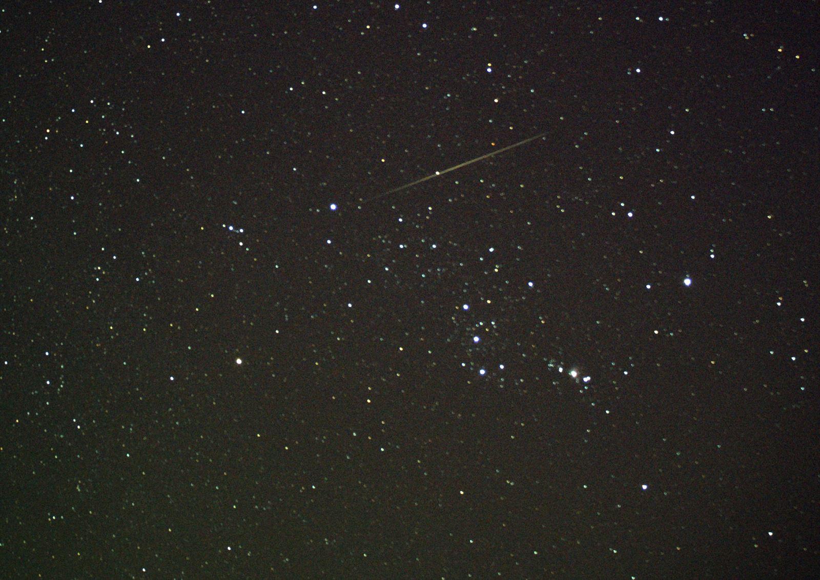 オリオン座と流星トリミング_R